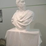石膏像は、ブルータスをはじめ全部で3体